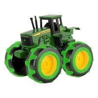 John Deere Трактор с големи светещи гуми